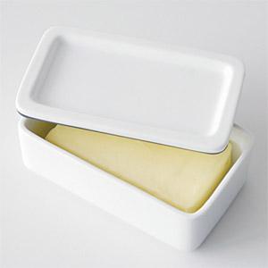 市販バター(約12×6.5×3cm)がちょうど入るサイズ