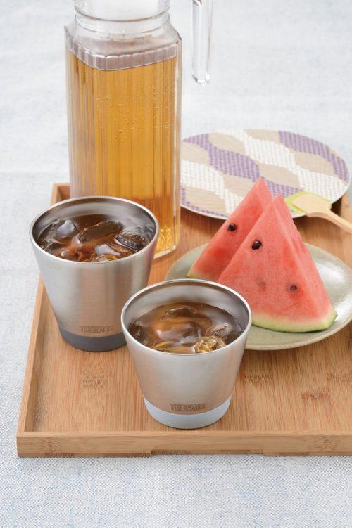 冷たいものも温かいものも飲み頃温度をキープ。