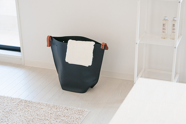 シンプルで高級感のあるランドリーバック「b2c laundry bag