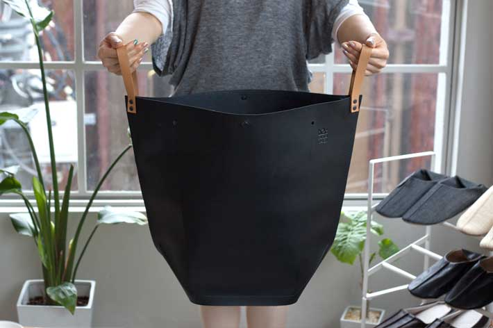実用的な両サイドの革製フック