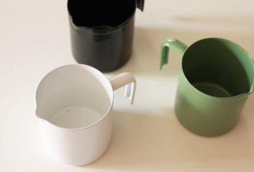 表面がガラス質の琺瑯は食材の風味や質を変化させにくく、ニオイ移りがなく安心。