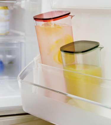 冷蔵庫のドアポケットに効率よく収まります。